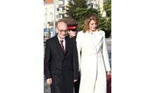 Виж с какво облекло Деси Радева посрещна президентката на Малта и съпруга й