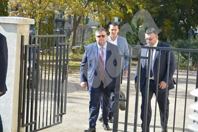 Сотир Цацаров и Младен Маринов пристигнаха днес в Русе Снимка: Росен Моллов СНИМКА: 24 часа