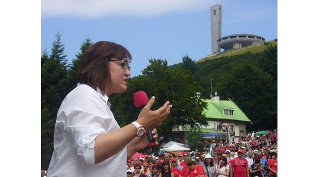 Корнелия Нинова от Бузлуджа: За БСП ГЕРБ е опонент, враг е страхът