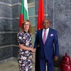 Захариева с анголския си колега. Снимки външно министерство