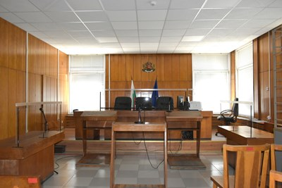 Съдиите ще слушат подсъдими и обвинител зад преграда