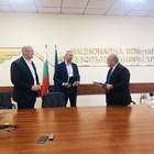 Шефът на НКЖИ Красимир Памукчийски (вдясно), Стефан Тотев и Душан Коцич - представители на консорциума, подписаха договора за модернизация на жп участъка.