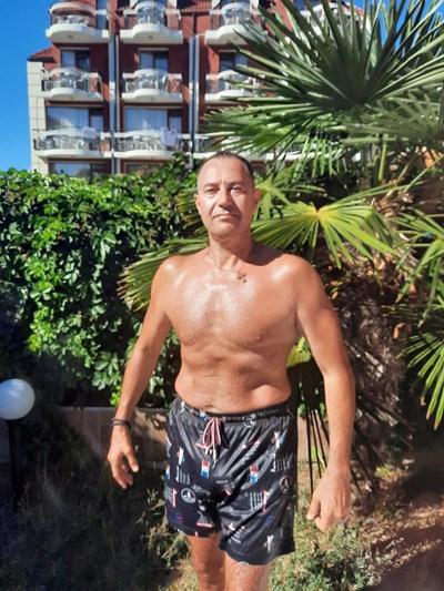 Харалампиев показва мускули на рождения си ден преди 2 седмици.