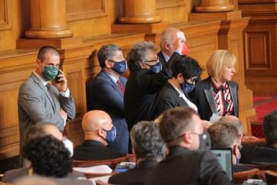 """Мая Манолова и нейните депутати предлагат сериозно орязване на заплатите на народните представители.  СНИМКА: """"24 ЧАСА"""""""
