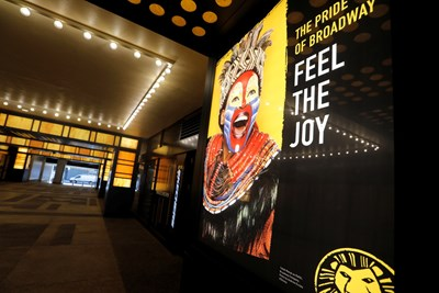 Заради пандемията всички спектакли паднаха от Бродуей, но сега отново се връщат на сцената,