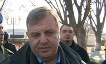 Вицепремиерът Красимир Каракачанов на крака в болницата при пребития командос
