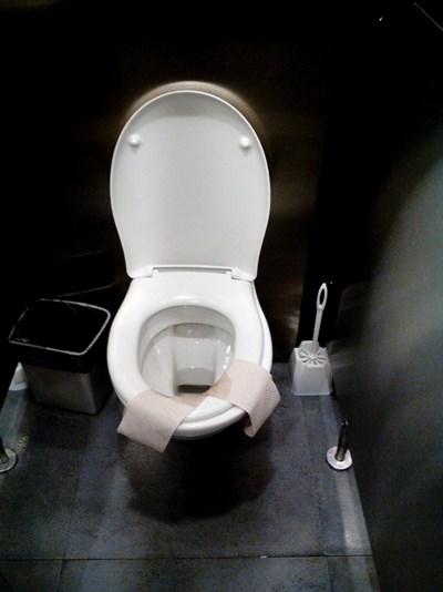 b55b9d94983 Смрад и мръсни тоалетни в моловете - 24chasa.bg
