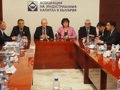 Соцлидерката Корнелия Нинова се срещна с представители на работодателски организации, сред които БТПП, КРИБ, БСК и АИКБ.