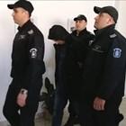 Камен Филипов под конвой при предно явяване пред  съда в Бургас.
