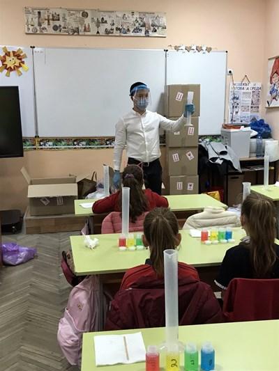 Георги преподава на деца в община Павликени и Сливен.  СНИМКИ: ЛИЧЕН АРХИВ