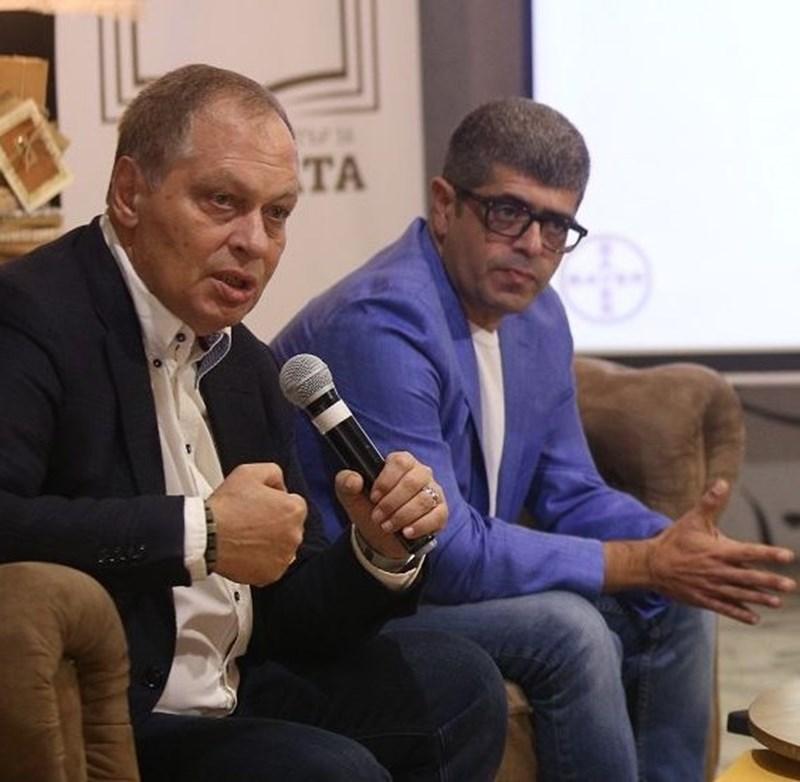 В Световния ден за борба с инсултите акад. Миланов (вляво) и проф. Постаджиян обясняват кои са рисковите фактори за мозъчносъдовите болести.