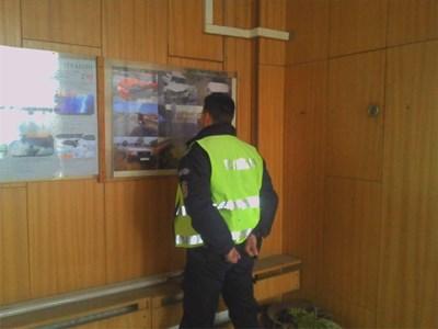 Величко Милчев веднага след ареста пред сградата на КАТ в Казанлък.