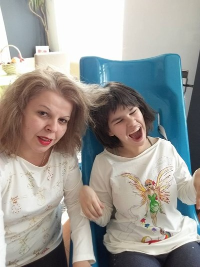 Ина заедно с дъщеричката си.