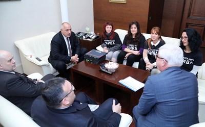 Премиерът Бойко Борисов покани протестиращите майки на деца с увреждания, за да ги запознае с мерките, които е предприела държавата в борбата с фалшивите решения на ТЕЛК. СНИМКА: Пресслужба На Министерския Съвет