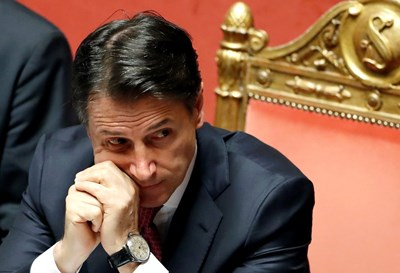 Матарела е поискал Конте (на снимката) да остане на поста като изпълняващ длъжността, докато текат консултациите. Снимка РОЙТЕРС
