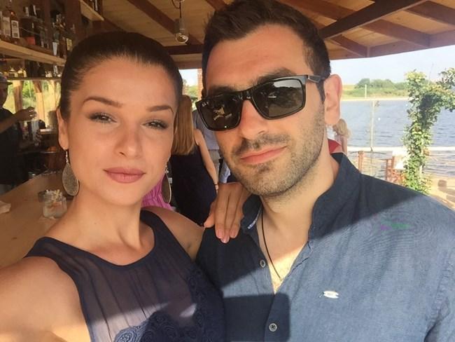 Алекс с любимия си Владислав, за когото ще се омъжи през август.  СНИМКИ: ЛИЧЕН АРХИВ