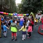 С много игри и танци бе открита площадката.