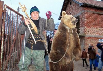 Днес танцуващите мечки са само сантиментален спомен. СНИМКА: Архив