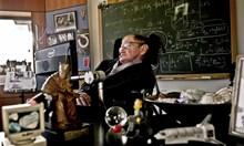 Геният Стивън Хокинг обича да блъска хора с инвалидната си количка