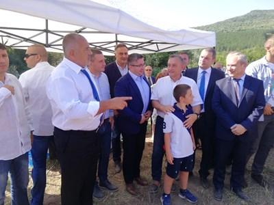 """Строителството на 16,3 км от автомагистрала """"Хемус"""" между Буховци и Белокопитово започна в присъствието на премиера Борисов Снимки: Министерски съвет."""