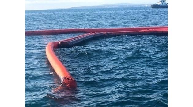 """Корабът, ударен от джет в Созопол, на водолази, които ще източват """"Мопанг"""""""