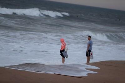 Ураганът Лесли достигна Португалия тази сутрин.  СНИМКИ: РОЙТЕРС