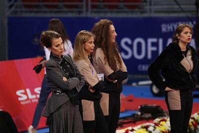 Илияна Раева заедно с треньорките на националния ни отбор по време на подиум тренировката им СНИМКА: Благой Кирилов