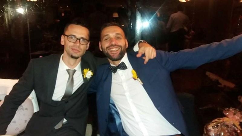 На сватбата на брат му, който първи го спасява с черния си дроб