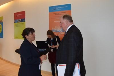 Катя Георгиева разговаря с Карл-Хайнц Ламберц - Председател на Комитета на регионите
