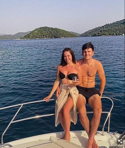 Хари и Фърн почиват на яхта