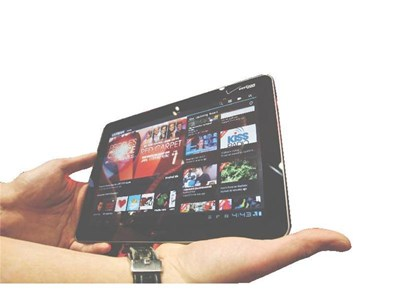 "Таблет на ""Самсунг"" демонстрира способностите си с апликации на оператора Verizon."