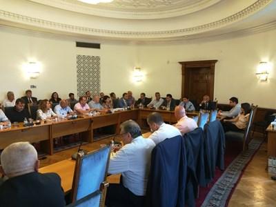 Транспортната комисия се срещна с представители на превозвачите, за да обсъдят проект за създаване на Българска автомобилна камара.