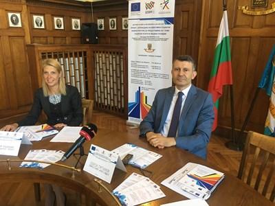 Зам.-кметът Георги Титюков представи проекта за новите социални услуги. Снимки: Авторът