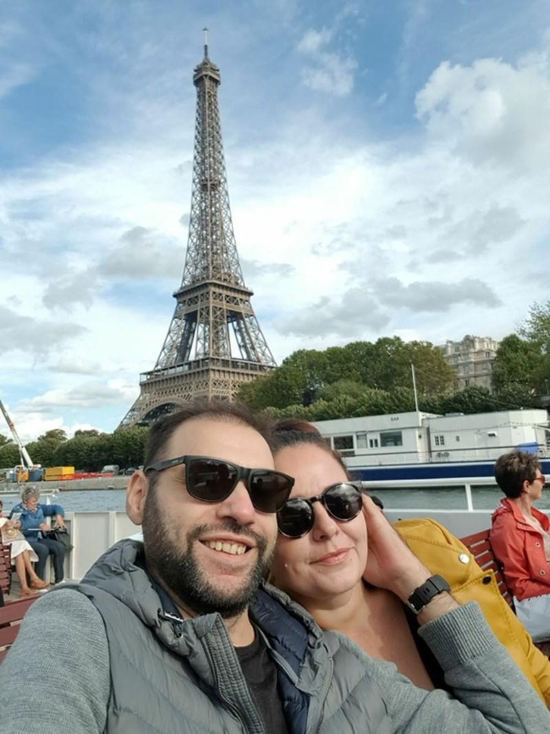 Със съпругата си в Париж