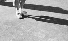 Мъж години наред изтезавал дъщеря си, бил я с лопата и колан, порязал я и фатално с нож