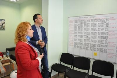 Валентина Станкова запозна кмета с условията и предоставяните услуги в центъра.