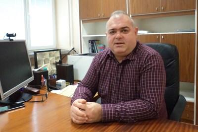 Директорът Венцеслав Георгиев и колегите му повече от 5 години се подготвяли за дистанционно обучение.