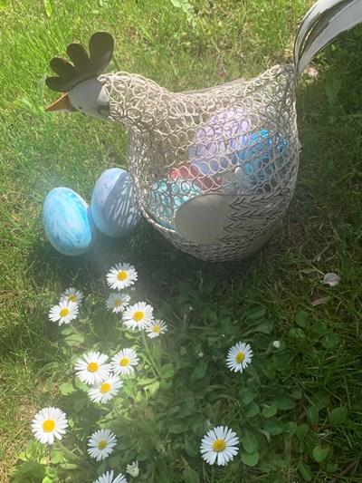 Пламена Гочева е на 4 годинки и е боядисала и снимала сама тези яйца.