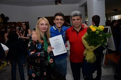 Павел Ковачев с родителите си