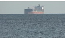 Опасност от екокатастрофа върна либийския танкер в Бургас (Обзор)