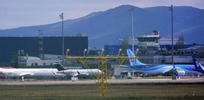 """На летище София броят на полетите е по-висок от миналия април, но все още по-нисък от април на рекордната 2019 г.  СНИМКА: """"24 ЧАСА"""""""
