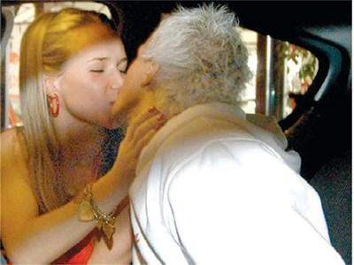 ЛЮБОВ: Водещият и Лора са заедно вече седем години. СНИМКА: ДЕСИСЛАВА КУЛЕЛИЕВА