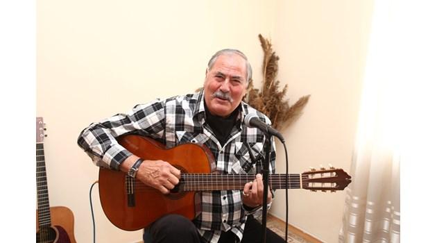 Легендарният Жорж Ганчев до сетен дъх - боец с ум като бръснач, чете и пее, приема всеки ден като дар