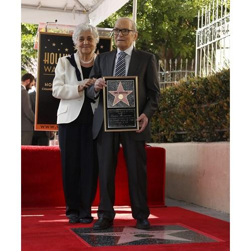 Композиторът със съпругата си Мария на поставянето на звездата му на Холивудската алея на славата