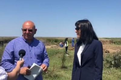 Емил Димитров инспектира обекта със сигнали за загробени пестициди край Койнаре (Видео, снимки)