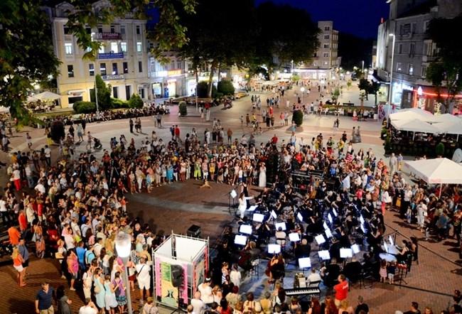 През лятото Варна е магнит за любители на интересни културни събития, съчетани с приятна морска ваканция.