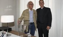 Ватиканът продаде подарък от Кристо за 200 000 евро. Парите ще отидат за благотворителност