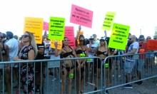 Данъчни затварят морски дискотеки след акция срещу Слънцето и Козела