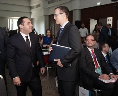 Министър Емил Караниколов и Стоян Мавродиев СНИМКИ: Десислава Кулелиева