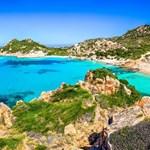 Сардиния е известна с изумрудения цвят на морето си